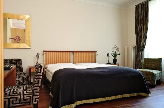 Art Deco Hotel Montana Luzern : Double room facing the hillside