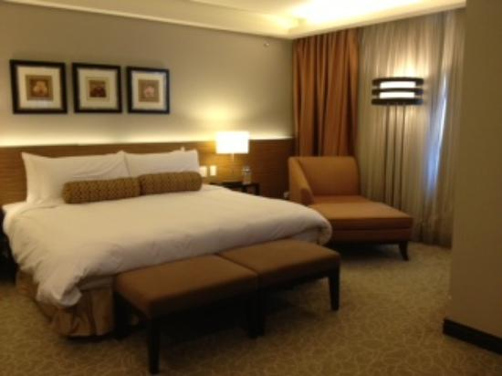 The Bellevue Manila: Tower wing. Room 1533