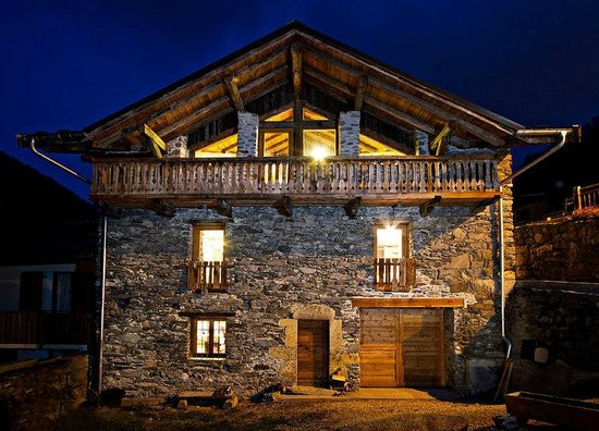 Stunning Chalet Algonquin at night!