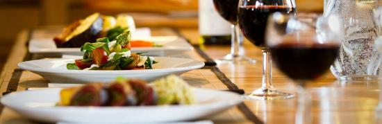Chalet Algonquin: Gourmet food from professional chefs each evening