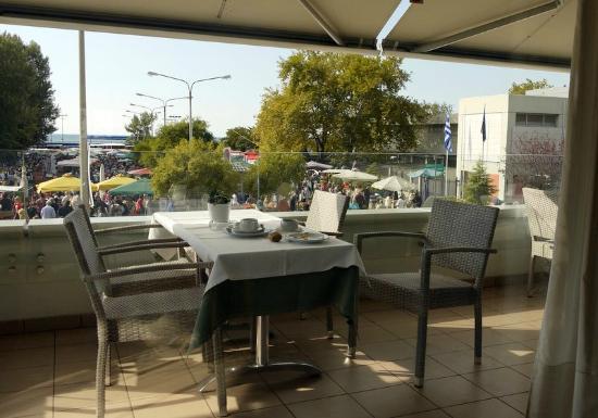Esperia Hotel: Dining balcony - beware of marauding birds