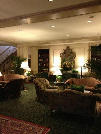 Hawthorne Hotel: lobby details