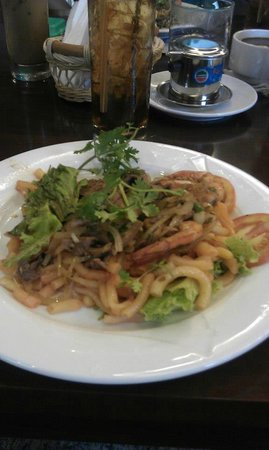 Dinh Phat Hotel: Breakfast menu - Penne Pasta with beef and shrimp