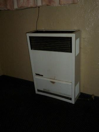 Travelers Inn: Viejo aire acondicionado