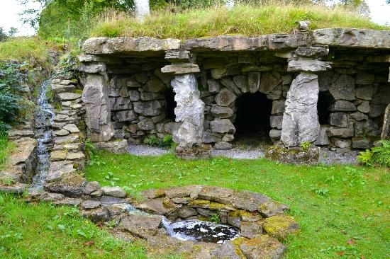 Ballyfin Demesne: The grotto - The grounds are so much fun to explore