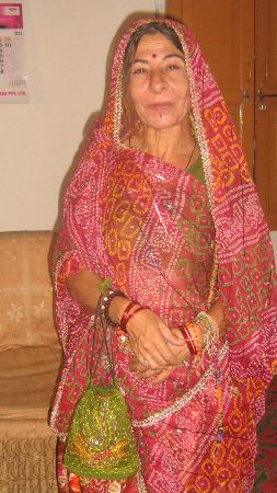 Annpurna Haveli : A tourist lady with indian sari