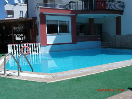 Cennet Apartments: Pool