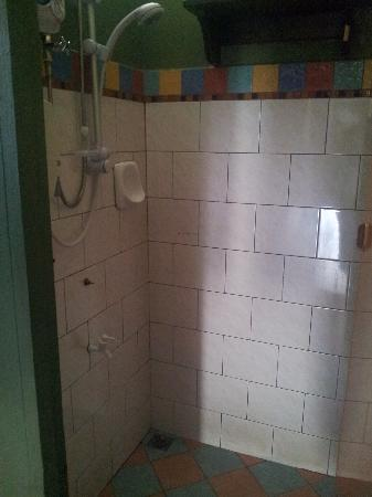 Borneo Backpackers: clean shower