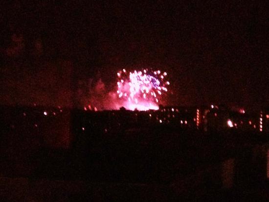 فالدروف أستوريا أورلاندو: Epcot fireworks visible from room 