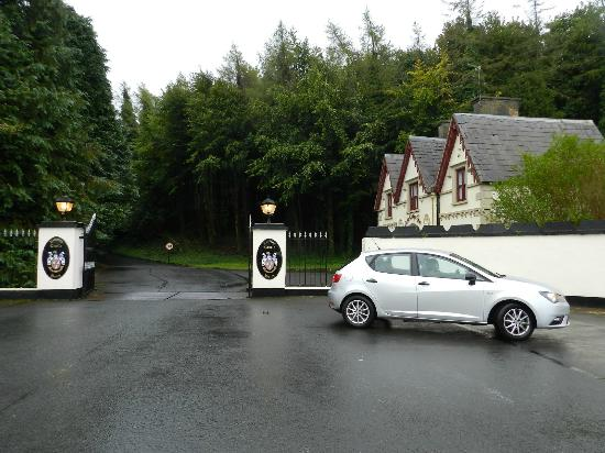 Kinnitty Castle Hotel: Entrance At The Main Road