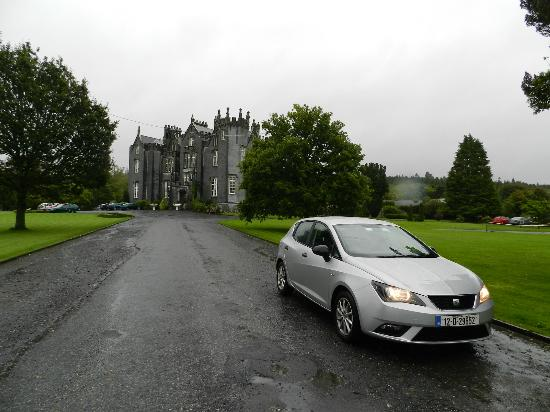Kinnitty Castle Hotel: Even in The Rain, This Is An Impressive Place!