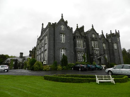Kinnitty Castle Hotel: Pulling Up To The Front Entrance...