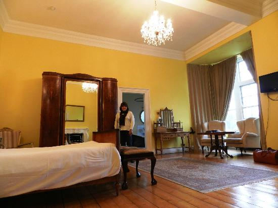 Kinnitty Castle Hotel: Our Room (The Hutchison Suite)