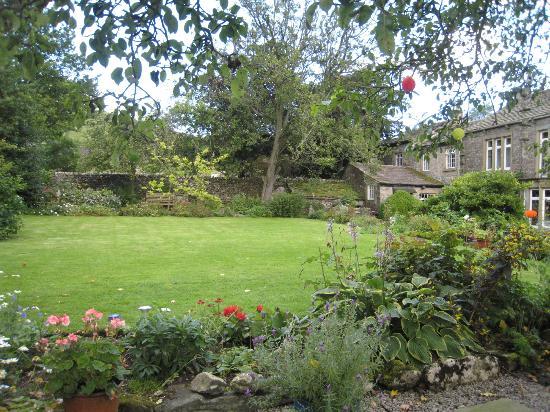 Pennycroft Guest House: Lizzie's English Garden
