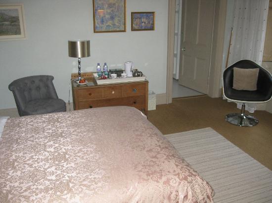 Glenardoch House: bedroom