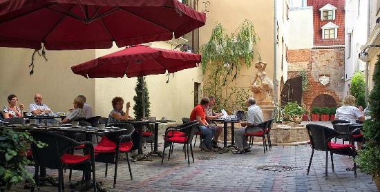 Hotel Garden Palace: Courtyard