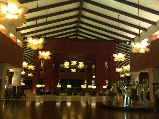 Barcelo Bavaro Palace Deluxe: Lobby