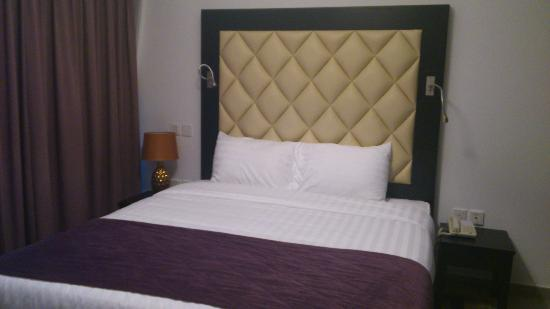 Auris Metro Central Hotel Apartments: Bed