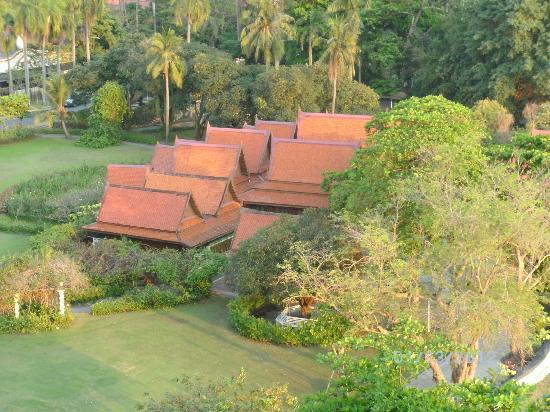 Wiang Indra Riverside Resort: Nachbargrundstück