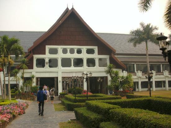 Wiang Indra Riverside Resort: Eingang Hotel vom Garten