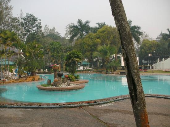 Wiang Indra Riverside Resort: Pool