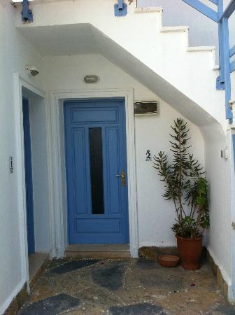 Beyaz Hotel: room door