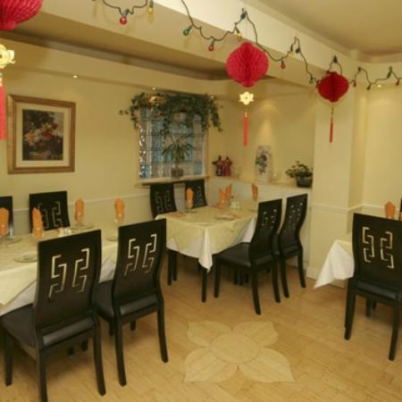 Gold River: Restaurant front room