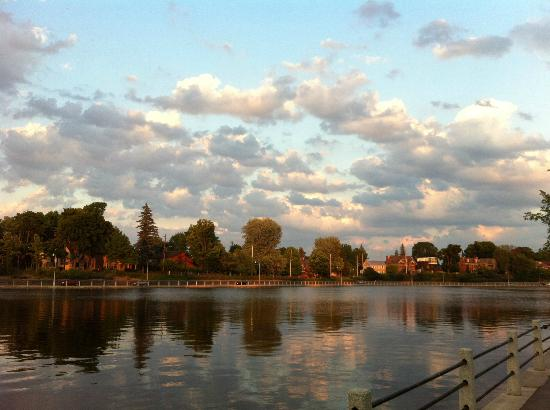 Rideau Canal: Summer evening in the Glebe