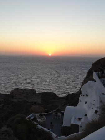 Marizan Caves & Villas: Sunset from balcony