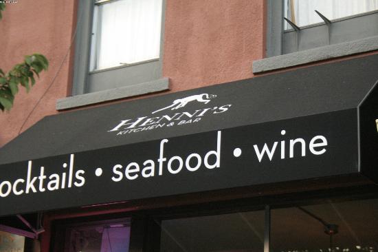Henni's Kitchen & Bar: the restaurant