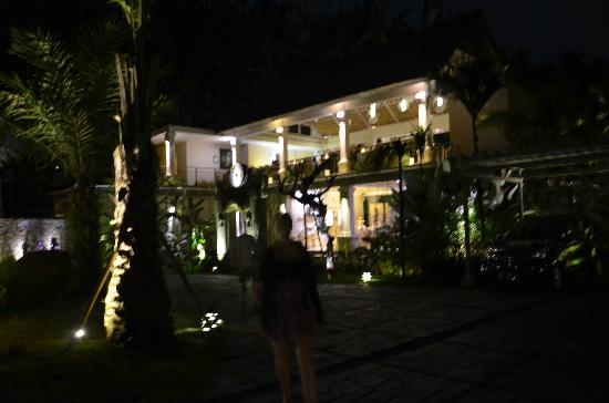 Puri Sunia Resort: The hotel at night. The upper level is the dining room.