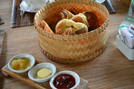 Puri Sunia Resort: The breakfast pastries with their homemade fruit jams.