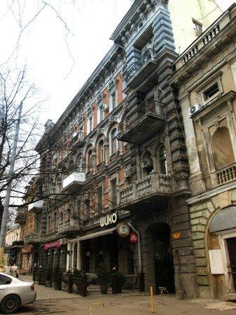 Lafa hostel: Front building entrance