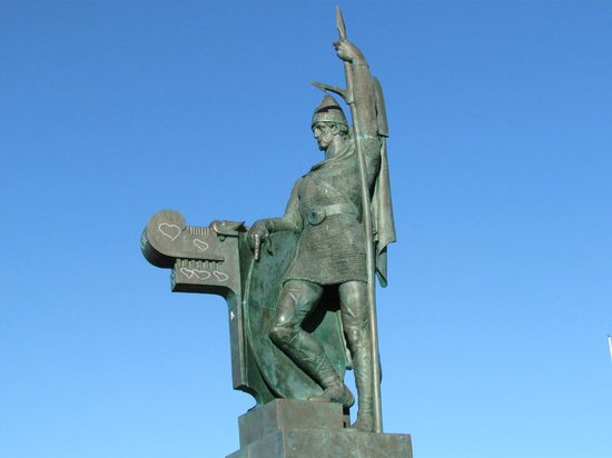 Arnarholl Statue: Statue of Viking Ingolfur Arnarson, whose family settled Iceland in 874