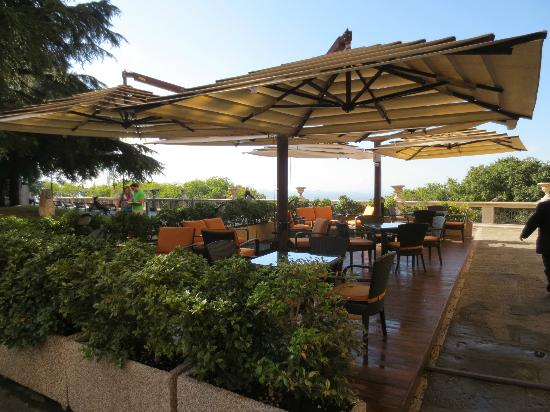 Brufani Palace Hotel: bar patio