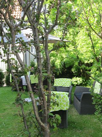 5:ans B&B: Cosy garden