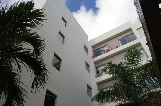 Ambiance Suites: Vista de la zona de habitaciones