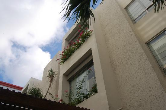 Ambiance Suites : Vista de la zona de habitaciones