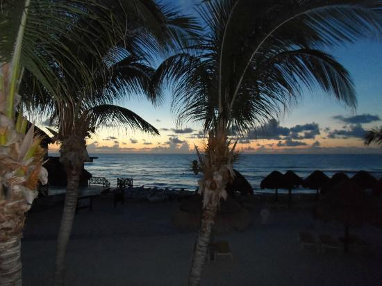 IBEROSTAR Paraiso Del Mar: Sunrise from our balcony(BEAUTIFUL)