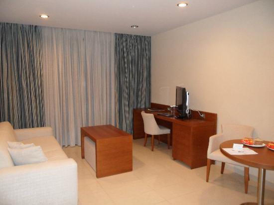 Apollonion Resort & Spa Hotel: Suite livingroom