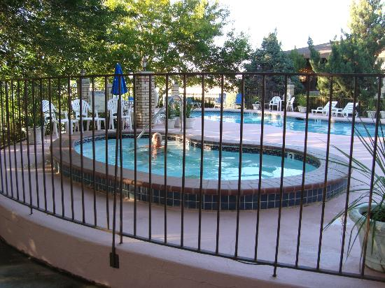 River Terrace Inn: Hot tub and pool