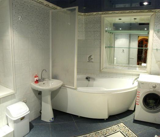 Lafa hostel: bathroom