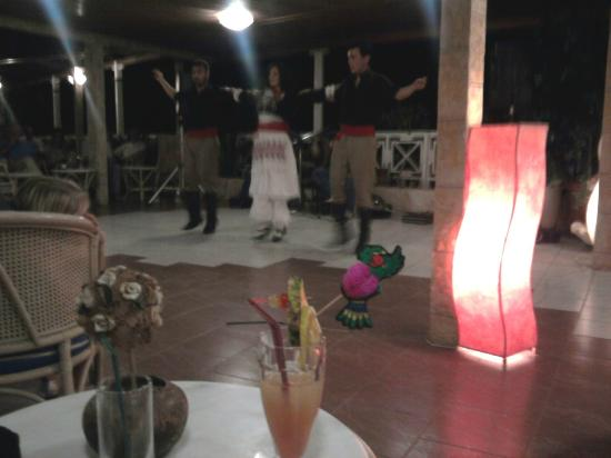 Elounda Water Park Residence : Cretan dancers