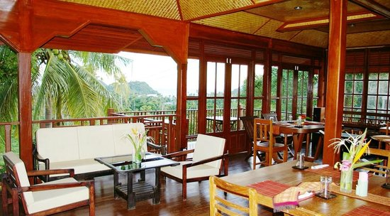 Koh Mak Island: Upstairs library with free Wifi