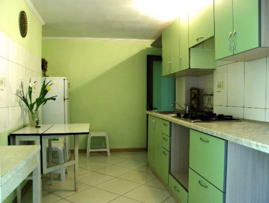 Lafa hostel: kitchen