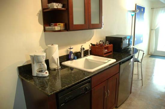 Azul del Mar: Sea Front Suite Kitchenette