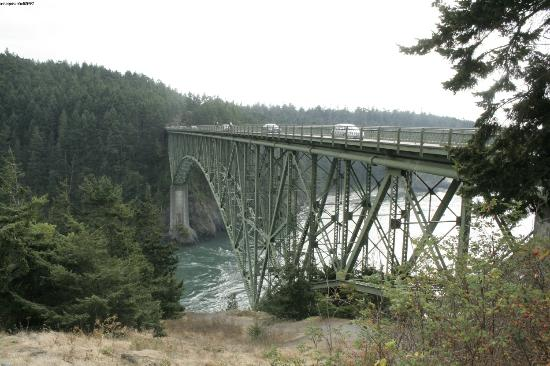 Deception Pass State Park: view of the bridge