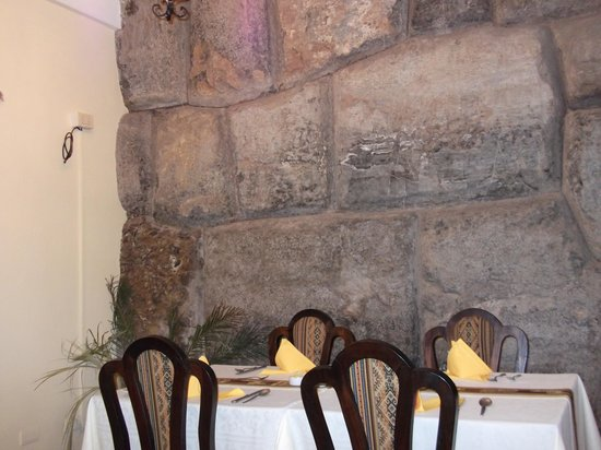 Del Prado Inn: hotel com parede no estilo da arquitetura Inca.