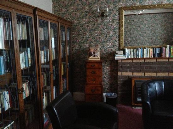 Ashurst Lodge: living room