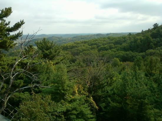 Super 8 Dodgeville: WONDERFUL WOODED COUNTRYSIDE